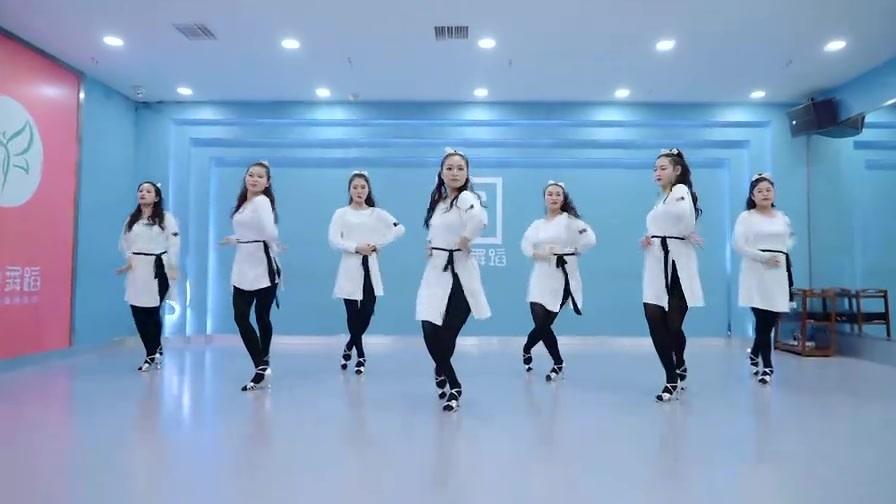 跳拉丁舞的女孩都是大长腿?抒情风伦巴舞《白月光与朱砂痣》