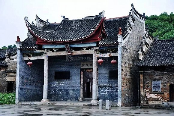 红砖绿瓦,是中国古建筑的一个缩影.