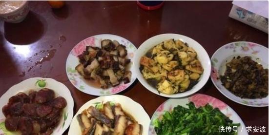 请同事来家里吃饭,准备了一桌子的菜,饭后都说:不再来了