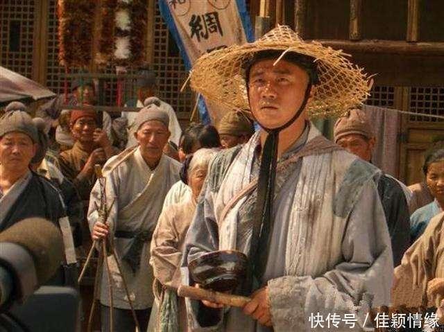 徐达喝醉后被朱元璋抬上龙床,醒来后的反应让朱元璋决定不杀他插图