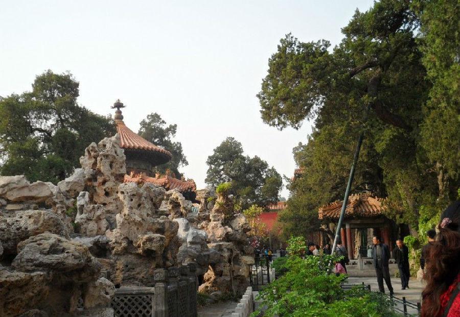 """御花园位于北京故宫中轴线的最北端,在坤宁宫后方,明代称为""""宫后苑"""""""