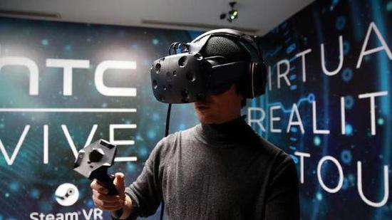 V社员工正在参与VR开发