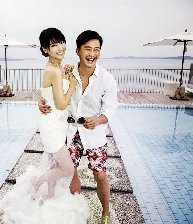 全程在普吉岛拍摄的婚纱照散发浓浓热带风情,谢楠吴京甜蜜恩爱,羡煞旁
