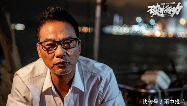 任达华转往香港做第二次手术,其妻子发文报平安:会陪在华哥身边