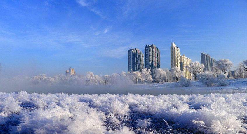 冬天是吉林市最美的时候,千里冰封,万里雪飘的北国风光绝对令人难忘.