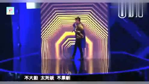 朱一龙、马伯骞在《青春芒果节》献唱《小半》,迷倒众人!
