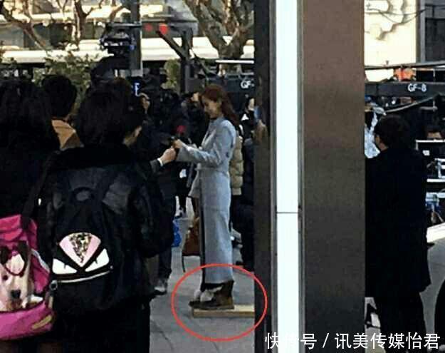 四美女美女鞠婧拍戏时踩高跷其实矮个女明大千年祁青思律师图片