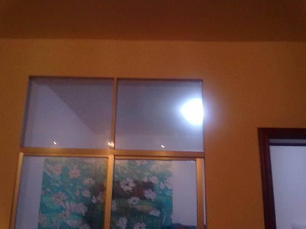 卧室是暗室,窗户在客厅,怎么装饰