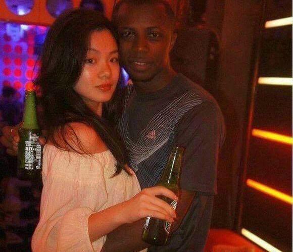 黑人拳王娶中国白富美:两个娃都随他媳妇 - 一统江山 - 一统江山的博客