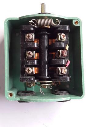 电动机接线盒内电路图是 z2 接的有外线  u2 接的有外线 v2